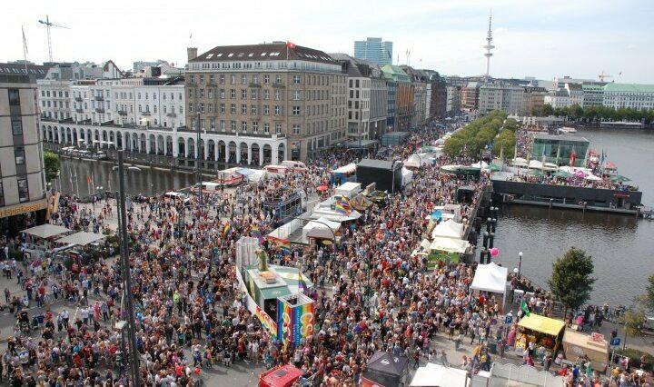 Besucher beim CSD Hamburg