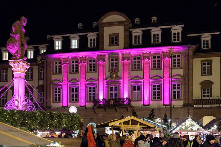 Pinker Weihnachtsmarkt.Pink Monday Auf Dem Heidelberger Weihnachtsmarkt Queerpride